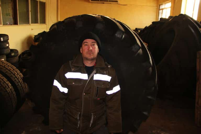 Марк Валентинович заведующий складом